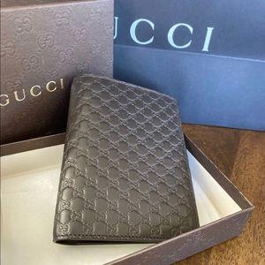 Gucci 496948 mens leather passport bifold Wallet